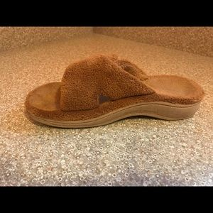 Women's tan Vionic slippers. Size6.5